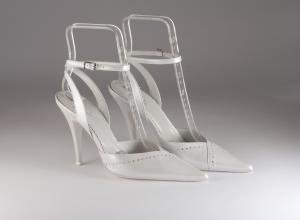 Scarpa donna elegante da sposa e cerimonia in pelle perlato bianco con applicazione in cristallo Ferracuti cod.6513