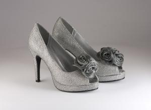 Scarpa elegante cerimonia donna tessuto glitter argento con roselline applicate asportabili Scheilan Art. SC112/C