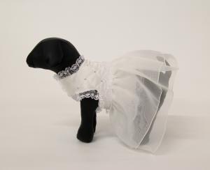 Abito da cerimonia per cagnolina mod. NADA in  tessuto trapuntato con dettagli di rouges di pizzo, doppia balza in organza e applicazione di cristalli