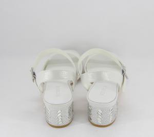 Sandalo cerimonia donna elegante in tessuto bianco  brillante, tacco grosso con cristalli applicati e cinghietta regolabile Art. 07473DD04 Menbur