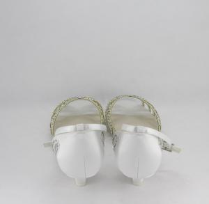 Sandalo cerimonia donna elegante in tessuto di raso  avorio con applicazione in cristalli e cinghietta regolabile alla caviglia art. H17701SARS1F0200S032171