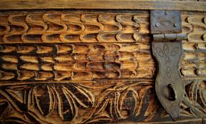 Cassapanca vintage '800 in cedro proveniente dal Pakistan