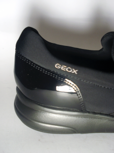 Sneaker nera fascia Geox
