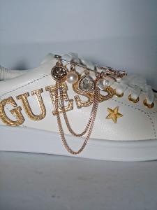 Sneaker spilla Guess