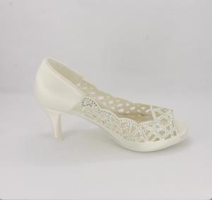 Décolleté cerimonia donna elegante in tessuto di raso avorio con applicazione in cristalli, tallone liscio