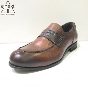 Minoronzoni 1953 - Mocassino con rivetti colorati, pelle marrone.