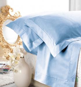 Set lenzuola matrimoniale AURORA in raso di puro cotone a giorno celeste