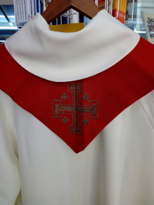 Stola rossa simboli Eucaristici.