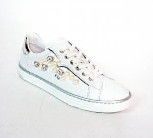 Sneaker bianca con perle Nero Giardini