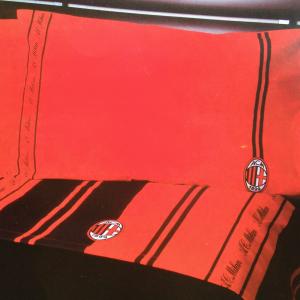 Parure lenzuola Milan sui toni del rosso e nero per letto singolo