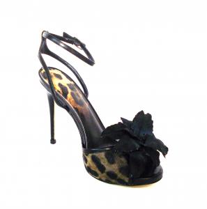 Sandalo animalier con fiore Guess