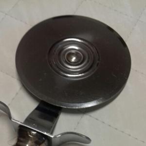 Rotella taglia pizza in acciaio inox con manico in argento 925, vendita on line | GIOIELLERIA BRUNI Imperia