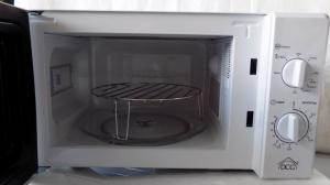Forno a microonde con grill lt.20