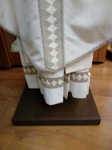 Camice Collo Quadro Vaticano con inserti in seta greggia.