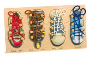 Imparare ad allacciare le scarpe gioco motricità bambini