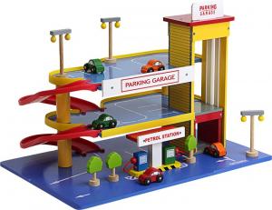 Garage parcheggio macchine con accessori in legno