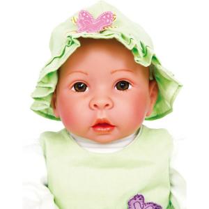 Bambola con ciuccio e biberon