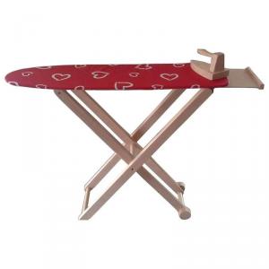 Asse e ferro da stiro in legno giocattolo per bambina