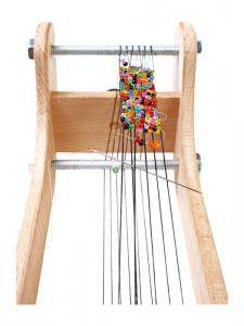 Telaio in legno per creare collane con accessori e perle