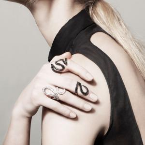 Anello in oro nero e diamanti neri