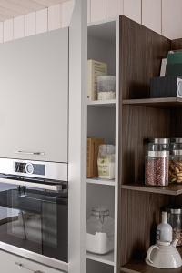 Cucina moderna componibile con vano a giorno