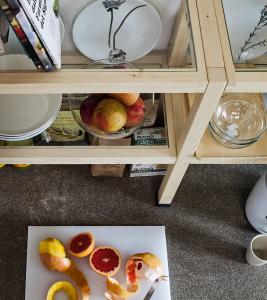 Cucina moderna in legno naturale senza maniglia