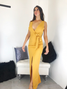 Abito donna lungo elegante in tessuto elasticizzato smanicato con spacco frontale e scollatura profonda realizzato in Italia TG unica