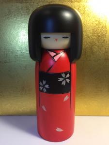 Bambola Kokeshi, Eleganza