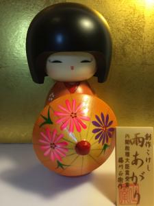 Bambola Kokeshi, Dopo la pioggia Arancione