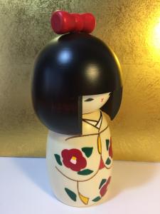 Bambola Kokeshi, Fiocco Rosso