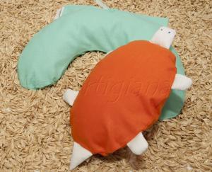 Pupazzo Tartarughina Scaldasonno+ Mezzaluna Baby con Pula di Farro Biologica
