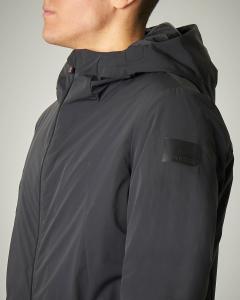 Giaccone nero in tessuto tecnico stretch con cappuccio