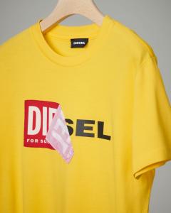 T-shirt gialla con logo