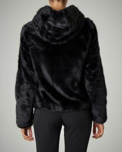 Pelliccia ecologica nera con cappuccio