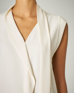 Camicia bianca senza maniche e scollo a V