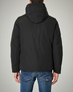 Giacca nera con cappuccio staccabile