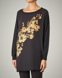 Maglia nera in lana e viscosa con stampa floreale frontale