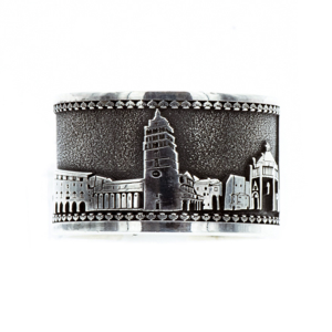 Anello fascia argento realizzato in bassorilievo