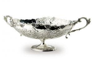Alzata Fruttiera ovale con manici in Sheffield placcato argento stile cesellato cm.73x31x31h