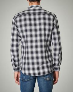 Camicia a quadretti bianchi e neri in flanella