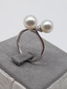 Anello Donna in oro bianco con perle contrarié, vendita on line | GIOIELLERIA BRUNI Imperia