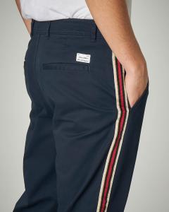 Pantalone blu con banda e pinces