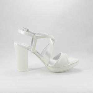 Sandalo donna elegante da cerimonia in tessuto di raso e glitter avorio con cinghietta regolabile, plateau e tacco largo.