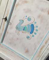 Cristalliera 3/A in Finitura Consumata con pavoncella dipinta