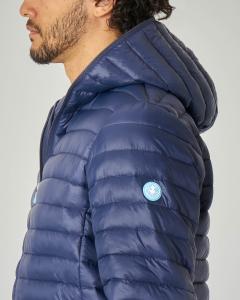 Piumino blu con cappuccio in nylon riciclato