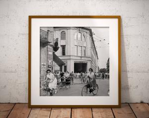 L'uscita delle lavoranti dallo stabilimento Borsalino, 1955