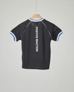 T-shirt nera scollo a V in mesh
