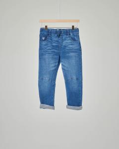Pantalone jeans con impunture sul ginocchio