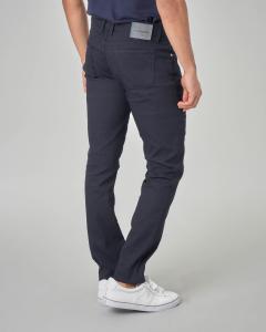 Pantalone blu cinque tasche con toppa