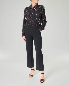 Camicia nera in georgette a fantasia con profili a contrasto